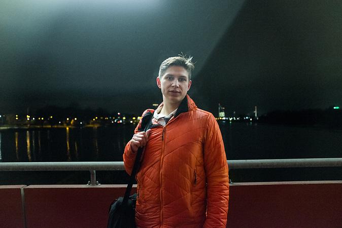 Andrej Rodionovist 26 Jahre alt und studiert an der Universit&auml;t in Riga Wirtschaft. Er sagt von sich selber, er sei aus politischen Gr&uuml;nden emigriert. <br /><br />Seit einigen Jahren wandern vermehrt Russen in das benachbarte Lettland aus - derzeit sind 50.000 russische Staatsb&uuml;rger in Besitz einer st&auml;ndigen Aufenthaltsgenehmigung in dem baltischen Land.<br />Seitdem Lettland 2004 Teil der Europ&auml;ischen Union ist, sind etwa zehn Prozent der Letten ins emigriert. In der Hauptstadt Riga bieten sich f&uuml;r junge Zuwanderer besonders auch beruflich aussichtsvolle Perspektiven.