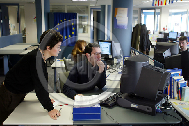 BRUSSELS - BELGIUM - 11 APRIL 2005 --From left Sharon SPITERI, Malta, and Pablo Fabregas, Spain, solving a problem together in the office of EUROPE DIRECT which is the EU citizens direct line to the European Union operated from this call center in Brussels by the private company TechTeam.  Here the citizen can ask all questions related to EU via phone or e-mail.-- PHOTO: ERIK LUNTANG / EUP-IMAGES