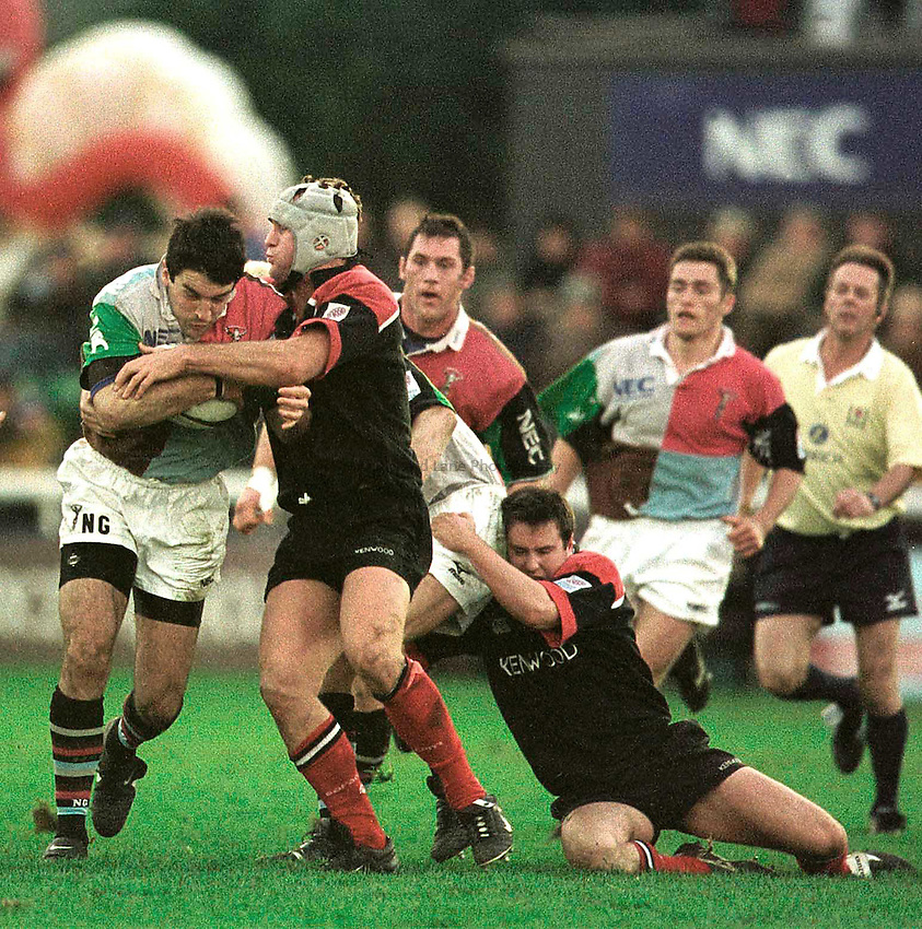 27.12.2000. The Stoop..Zurich Premiership..Nick Greenstock supported by Rory Jenkins try's to breakthrough the Saracens defence.. ...........