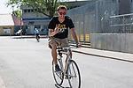 09.05.2018, Weserstadion, Bremen, GER, 1.FBL, Training SV Werder Bremen<br /> <br /> im Bild<br /> Sebastian Langkamp (Werder Bremen #15) kommt mit Fahrrad zum Training, <br /> <br /> Foto &copy; nordphoto / Ewert