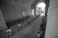 peloton driving through Ieper WWII Memorial<br /> <br /> Eneco Tour 2013<br /> stage 1: Koksijde - Ardooie (175km)