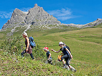 Austria, Vorarlberg, near Warth: familiy hiking at Hochtannberg Pass, Widderstein mountain 2.533 m at background | Oesterreich, Vorarlberg, bei Warth: Familie beim Wandern am Hochtannbergpass vorm Widderstein 2.533 m