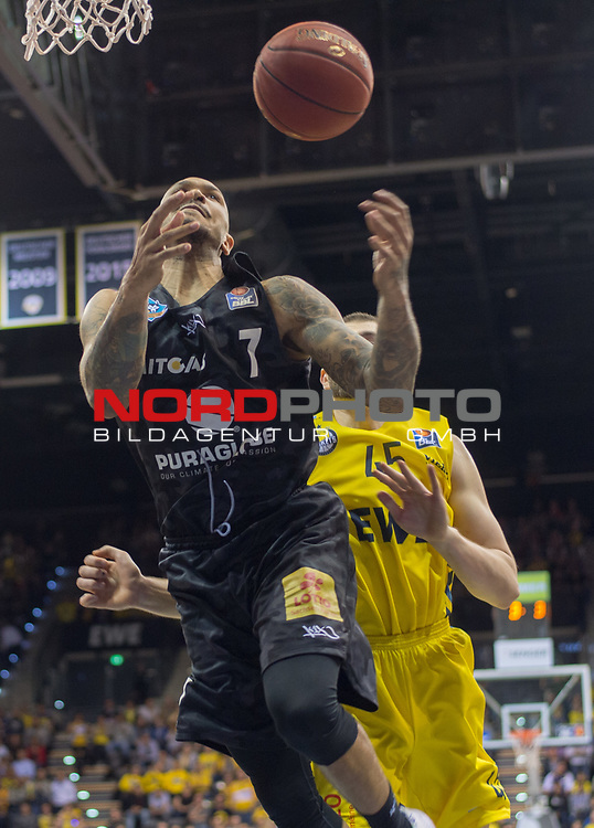10.05.2019, EWE Arena, Oldenburg, GER, easy Credit-BBL, EWE Baskets Oldenburg vs Mitteldeutscher BC, im Bild<br /> Sergio KERUSCH (Mitteldeutscher BC #7 ) Nathan BOOTHE (EWE Baskets Oldenburg #45 )<br /> <br /> Foto © nordphoto / Rojahn