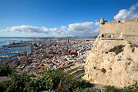 Spain, Costa Blanca, Alicante: View over city of Alicante from walls of Santa Barbara castle | Spanien, Costa Blanca, Alicante: Blick von der Burg Castillo de Santa Bárbara ueber die Stadt