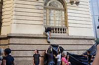 RIO DE JANEIRO, RJ, 26.06.2018 - PROTESTO-RJ - Protesto de servidores municipais contrários à reforma da Previdência e ao prefeito Marcelo Crivella na Câmara Municipal no centro da cidade do Rio de Janeiro nesta terça-feira, 26. (Foto: Vanessa Ataliba/Brazil Photo Press)