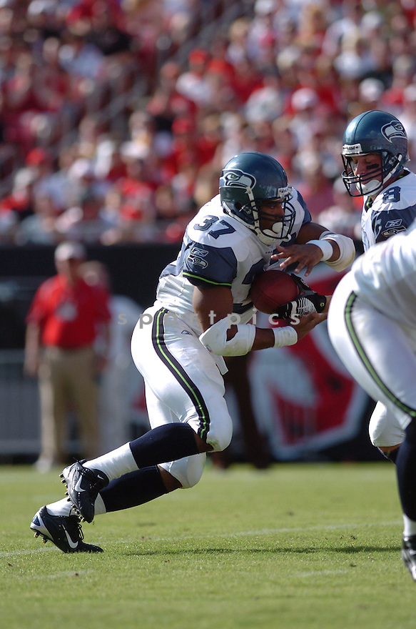 SHAUN ALEXANDER, of the Seattle Seahawks, during their game  against the Tampa Bay Buccaneers on December 31, 2006 in Tampa Bay, FL...Seattle wins 23-7...TOMASSO DEROSA/ SPORTPICS
