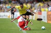 FUSSBALL       DFB POKAL 1. RUNDE        SAISON 2013/2014 SV Wilhelmshaven - Borussia Dortmund    03.08.2013 Pierre-Emerick Aubameyang (vorn, Dortmund) gegen David Jahdadic (Wilhelmshaven)