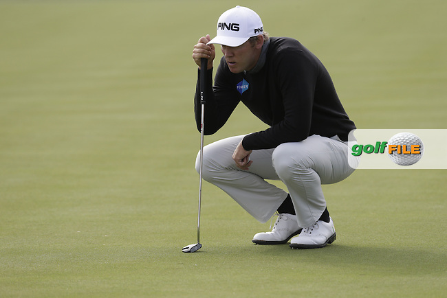 Seamus Power (IRL) lines up his putt on the 17th green during Thursday's Round 1 of the 2017 CareerBuilder Challenge held at PGA West, La Quinta, Palm Springs, California, USA.<br /> 19th January 2017.<br /> Picture: Eoin Clarke | Golffile<br /> <br /> <br /> All photos usage must carry mandatory copyright credit (&copy; Golffile | Eoin Clarke)