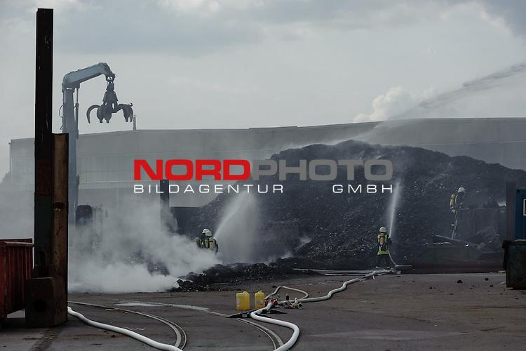 Ger Feuer Auf Schrottplatz In Bremen Hemelingen Nordphoto Gbr