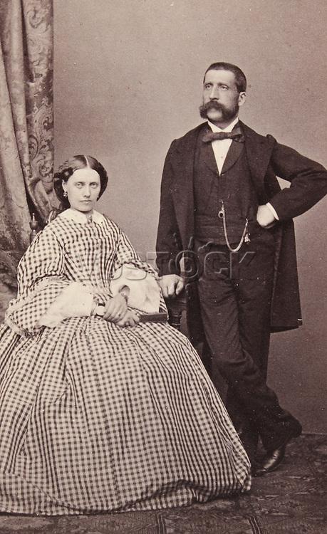 Ehepaar Rosmini. Ganzfigur. Um 1865. Photographie von M. Lotze (Verona). <br /> <br /> - 01.01.1865-31.12.1865<br /> <br /> Es obliegt dem Nutzer zu prüfen, ob Rechte Dritter an den Bildinhalten der beabsichtigten Nutzung des Bildmaterials entgegen stehen.<br /> <br /> Married couple Rosmini. About 1865. Photograph by M. Lotze (Verona). <br /> <br /> - 01.01.1865-31.12.1865<br /> <br /> It is in the duty of the user of the image to clear prior to usage if any Third Party rights preclude the intended use.