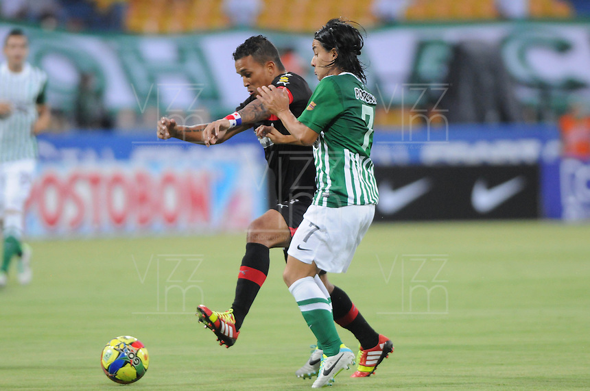 MEDELLIN -COLOMBIA-14-09-2013. Sherman Cardenas (I) de Nacional disputa el balón con Jugador (D) de Medellin durante partido de la fecha 9 de la Liga Postobón II 2013 jugado en el estadio Atanasio Girardot de la ciudad de Medellín./ Nacional Sherman Cardenas (L) fights for the ball with Medellin player (R) during match on the 9th date of the Postobon League II 2013 at Atanasio Girardot stadium in Medellin city. Photo: VizzorImage/Luis Ríos/STR