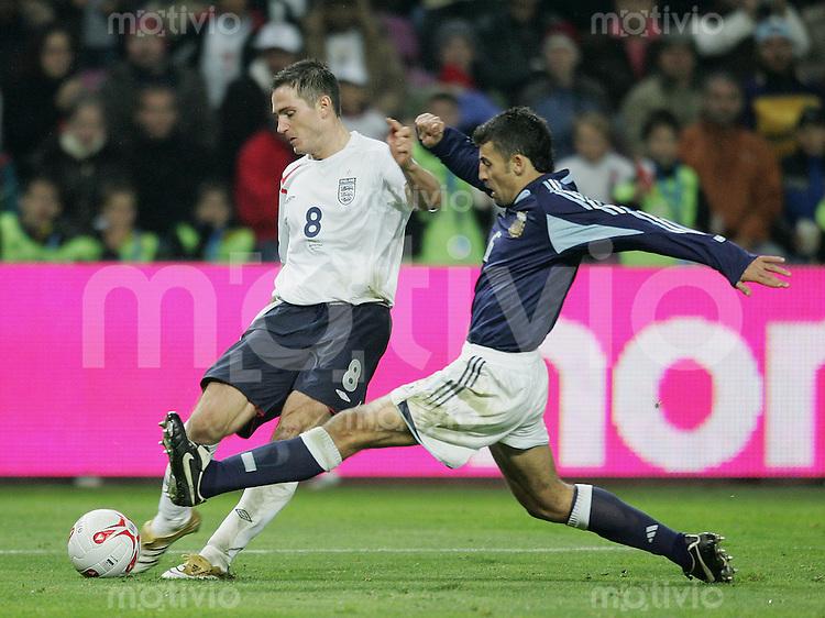 Fussball International Testspiel England 3-2 Argentinien Frank Lampard (ENG,li) gegen Walter Samuel (ARG)