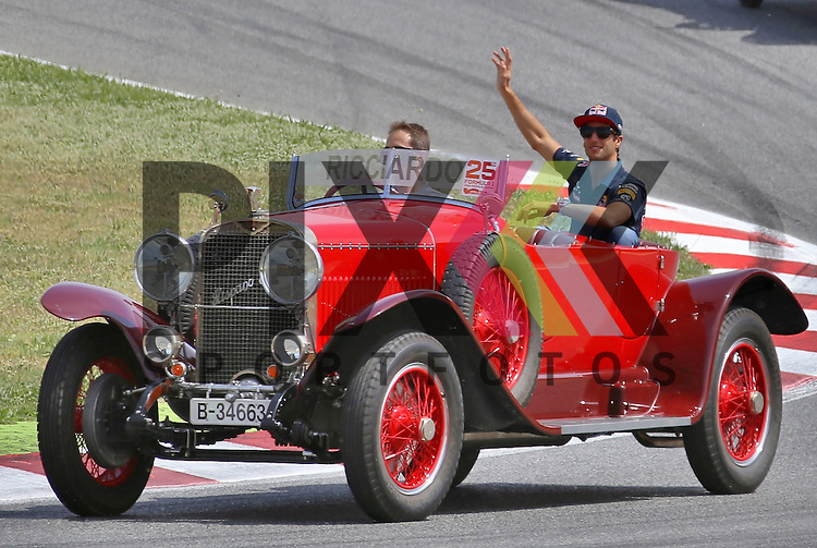Barcelona, 10.05.15, Motorsport, Formel 1 GP Spanien 2015, Fahrerparade : Daniel Ricciardo (Red Bull Racing RB11, #03)<br /> <br /> Foto &copy; P-I-X.org *** Foto ist honorarpflichtig! *** Auf Anfrage in hoeherer Qualitaet/Aufloesung. Belegexemplar erbeten. Veroeffentlichung ausschliesslich fuer journalistisch-publizistische Zwecke. For editorial use only.