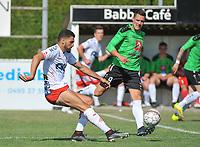 Oefenmatch KSK GELUWE - KV KORTRIJK :<br /> Elohim Rolland (L) ontzet de bal voor de ogen van Mathias Cottenier (R)<br /> <br /> Foto VDB / Bart Vandenbroucke