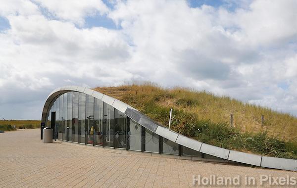 Nederland Katwijk 2016. Parkeergarage onder de duinen. De ondergrondse parkeergarage in Katwijk aan Zee combineert parkeergelegenheid met een dijkoplossing. Volgens architectenkoepel BNA is het het beste gebouw van 2016. Foto Berlinda van Dam / Hollandse Hoogte