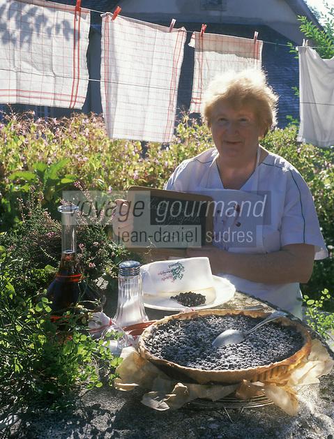 Europe/France/Limousin/19/Corr&egrave;ze/Chaumeil : Tarte aux myrtilles de Marcelle Segurel de &quot;l'Auberge des Bruy&egrave;res&quot; <br /> PHOTO D'ARCHIVES // ARCHIVAL IMAGES<br /> FRANCE 2000