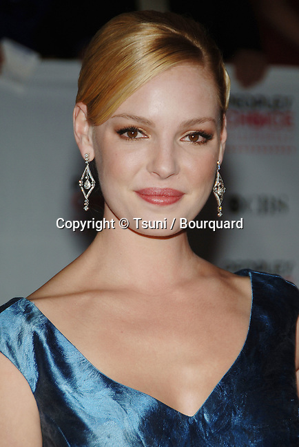Katherine Heigl at the People Choice Awards at the shrine Auditorium in Los Angeles. January 9, 2007.<br /> <br /> eye contact<br /> headshot<br /> blue  dress