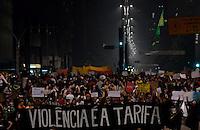 SÃO PAULO,SP, 18 Junho 2013 - Manifestacao em pela reducao do valor das passagem que acontece nesta terca feira 18 na Praca da Se regiao central de Sao Paulo. na foto grupo na Avenida paulista FOTO ALAN MORICI - BRAZIL FOTO PRESS