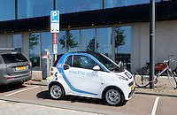 Nederland Amsterdam 2015 06 11.  Elektrische auto op IJburg. Oplaadpunt