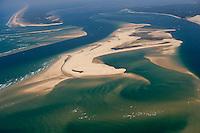 Europe/France/Aquitaine/33/Gironde/Bassin d'Arcachon: les passes du Bassin d'Arcachon (Entrée) avec le Banc d'Arguin - réserve naturelle - à l'arrière plan la Pointe du Cap-Ferret - vue aérienne