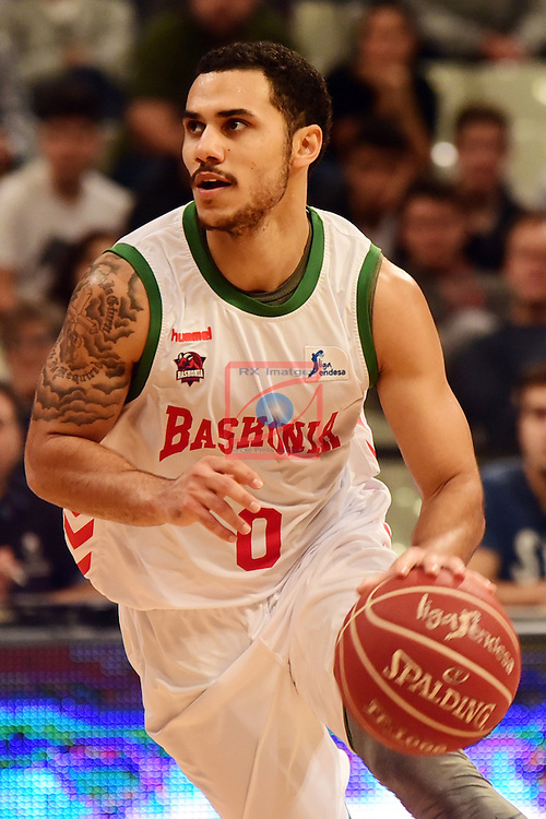 League ACB-ENDESA 2016/2017. Game: 5.<br /> Divina Seguros Joventut vs Baskonia: 83-90.<br /> Shane Larkin.