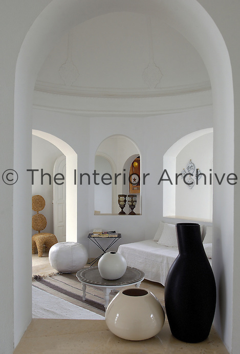 Under the cupola of the living room a series of arches provides open shelving as well as interesting vistas