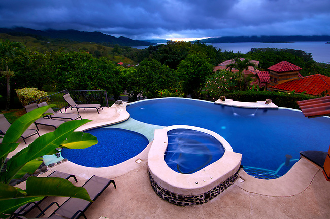 Mountain lodge swimming pool with views of arenal lake for Pool design costa rica