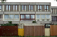 London:  Thameshead, begun in 1972. GLC Architects Dept.  Standard flat elevation, court off Portmeadow Walk.  Photo '90.