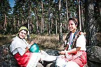 Two girls relax in the edge of the forest on the stone fence. At the cultural festival day in winter. Photo: Audun Ingebrigtsen / Scouterna