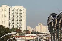 SÃO PAULO, SP, 10.08.2015 - MONOTRILHO-SP - Monotrilho da linha 15 prata do Metrô entre as estações Vila Prudente e Oratório vai ter seu horário de funcionamento ampliado (das 7h às 19h) será cobrada a tarifa de R$ 3,50,na região leste de São Paulo nesta segunda-feira, 10.(Foto: Marcos Moraes/Brazil Photo Press)