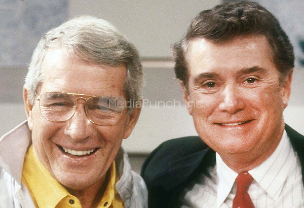 Perry Como and Regis Philbin 1986<br /> Photo By Adam Scull/PHOTOlink/MediaPunch