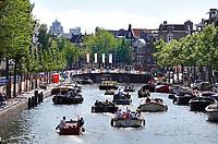 Nederland - Amsterdam - 2018.  Filevaren op de grachten. Foto Berlinda van Dam / Hollandse Hoogte.