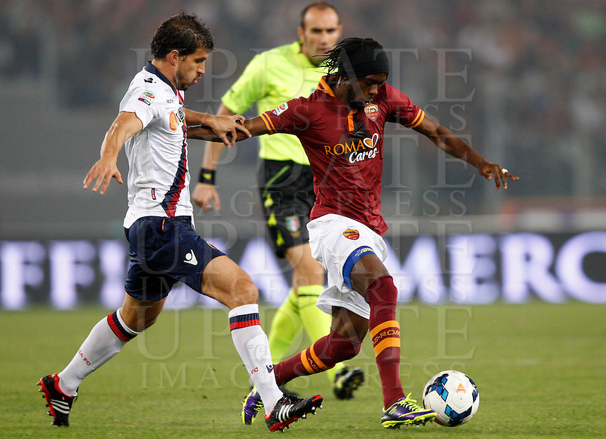 Calcio, Serie A: Roma vs Bologna. Roma, stadio Olimpico, 29 settembre 2013.<br /> AS Roma forward Gervinho, of Ivory Coast, is challenged by Bologna defender Gyorgy Garics, of Hungaria, left, during the Italian Serie A football match between AS Roma and Bologna at Rome's Olympic stadium, 29 September 2013.<br /> UPDATE IMAGES PRESS/Riccardo De Luca