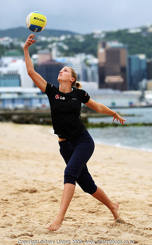 NZ's Susan Blundell warms up during the 2009 McEntee Hire NZ Beach Volleyball Tour day one matches at Oriental Parade, Wellington, New Zealand on Saturday, 10 January 2009. Photo: Dave Lintott / lintottphoto.co.nz