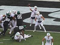 quarterback Ryan Fitzpatrick (14) of the Miami Dolphins wirft einen Pass - 08.12.2019: New York Jets vs. Miami Dolphins, MetLife Stadium New York