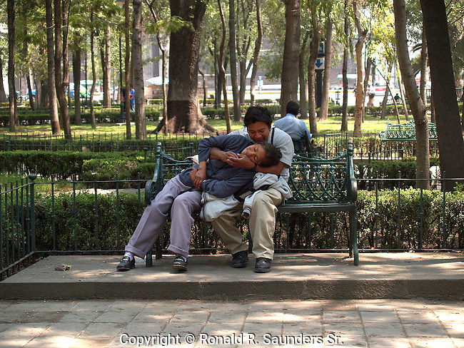 LOVERS IN MEXICO CITY SHARE PASSIONATE EMBRACE