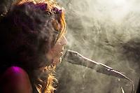 SÃO PAULO, 20 DE ABRIL 2013 - SHOW CHIARA CIVELLO - A cantora, compositora e pianista italiana Chiara Civello, durante apresentação no Tom Jazz, zona oeste da capital, na noite deste sábado(20) - Suas composições, com influências claras  de jazz e blues, a pianista recebe em participação especial o cantor Pedro Mariano e a cantora Ana Carolina - Foto: Lola Oliveira/Brazil Photo Press