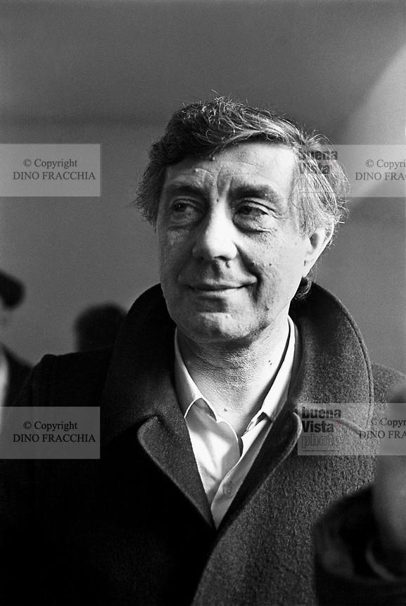 - lo psichiatra Franco Basaglia (1977)..- the psychiatrist Franco Basaglia (1977)