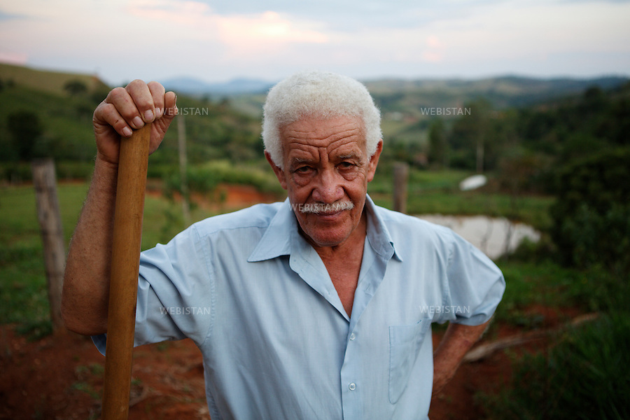 Bresil, Etat de  Minas Gerais, Muzambinho, fazenda de la famille De Souza, 29  octobre 2012.<br />  <br /> Portrait de Naor De Souza, le pere de famille, portant a l&rsquo;epaule un sarcloir .<br /> Reportage les Chants de cafe_soul of coffee, realise sur les acteurs terrain du programme de developpement durable Triple AAA de Nespresso.<br /> <br /> Brazil, Minas Gerais, Muzambinho, De Souza family&rsquo;s Fazenda, October 29, 2012 <br /> <br /> A portrait of Naor De Souza, the head of the family, resting a hoe on his shoulders. <br /> Assignment: les Chants de cafe_ Soul of Coffee, implemented on the fields of Nespresso&rsquo;s AAA Sustainable Quality Program.