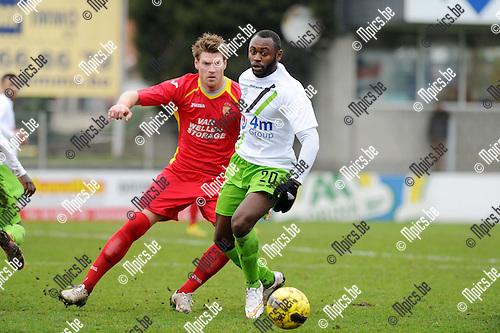 2015-01-25 / Voetbal / seizoen 2014-2015 / Kapellen - Verviers / Kanyeba met Wesley Geuens (Kapellen) in de rug<br /><br />Foto: Mpics.be