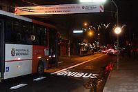 SÃO PAULO,SP, 18.05.2015 - FAIXA-ÔNIBUS - A Companhia de Engenharia de Tráfego entregou hoje 100 metros de faixa exclusiva para ônibus que funcionará no trecho entre a Avenida Vital Brasil e a Rua Catequese, no sentido da Rodovia Raposo Tavares de segunda a sexta-feira das 6h às 20h e sábados das 6h às 14h no bairro do Butantã na região oeste da cidade de São Paulo na manhã dessa segunda-feira,18.(Foto:Kevin David / Brazil Photo Press).