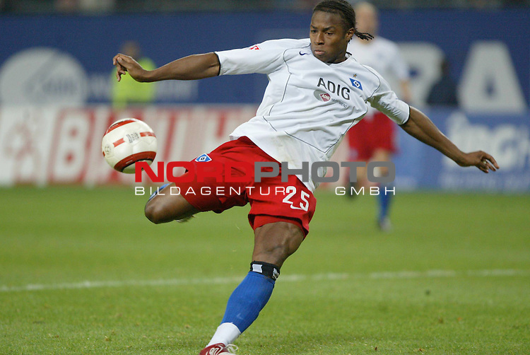 Bundesliga 2004/2005 -  Hamburger SV <br /> Hamburger SV vs SC Freiburg<br /> Einzelaktion Emile Mpenza<br /> Foto &copy; nordphoto - Anja Heinemann<br /> <br /> <br /> <br />  *** Local Caption *** Foto ist honorarpflichtig! zzgl. gesetzl. MwSt.<br /> <br /> Belegexemplar erforderlich<br /> <br /> Adresse: nordphoto<br /> <br /> Georg-Reinke-Strasse 1<br /> <br /> 49377 Vechta