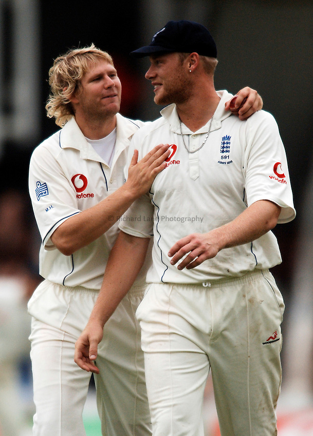 Photo: Glyn Thomas..England v Australia. nPower Test Series. The Ashes 2005..11/09/2005..England's Matthew Hoggard (L) and Andrew Flintoff.