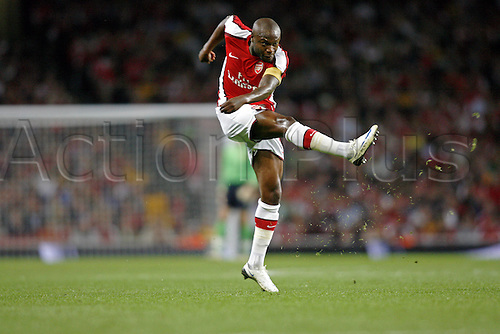 27 August 2008: Arsenal captain William Gallas shoots during the UEFA Champions League qualifier, second leg between Arsenal and FC Twente played at The Emirates Stadium. Arsenal won the game 4-0 Photo: Action Plus..080827 soccer football player
