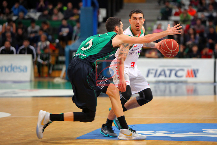 League ACB-Endesa 2015-2016. Game: 16.<br /> FIATC Joventut vs Laboral Kutxa Baskonia: 68-89.<br /> Sergi Vidal vs Mike James.