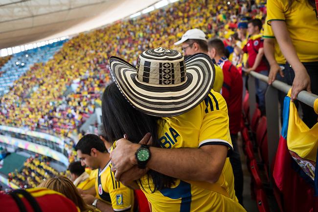 Hinchas de la Seleccion Colombia ven desde la tribuna del estadio Man&eacute; Garrincha el partido contra Costa de Marf&iacute;l. Brasilia el 19 Junio 2014. <br /> <br /> Lorenzo Moscia/Archivolatino<br /> <br /> lCOPYRIGHT: Archivolatino<br /> Solo para uso editorial, prohibida su venta y su uso comercial.eccion Colombia en Brasilia