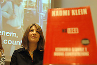 "Roma, 17 Marzo 2004.Libreria Feltrinelli.Presentazione del documentario di Naomi Klein e Avi Lewis "" The Take"".Rome, 17 March 2004.Libreria Feltrinelli.Presentation of the documentary by Avi Lewis and Naomi Klein ""The Take""."
