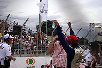 SÃO PAULO, SP, 14 DE MARÇO DE 2010 - SÃO PAULO INDY 300 - Na tarde desta domingo acontece em São Paulo a São Paulo Indy 300, etapa de abertura da temporada 2010 da IZOD IndyCar Series. Na foto o brasileiro Vitor Meira comemora a terceira colocação na etapa São Paulo Indy 300 nas ruas de São Paulo, passando pelo Sambódromo e Marginal do Tietê. (FOTO: WILLIAM VOLCOV / NEWS FREE).