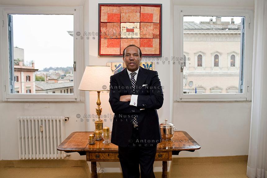 Idris Al-Senussi è un esiliato Libico oppositore al regime di Gheddafi ed ora erede al trono..Idris Al-Senussi is an exiled Libyan opposition figure and a claimant to the headship of the Sanussiyyah movement and the Royal Senussi Family..Idris Al-Senussi nella sua casa di Roma