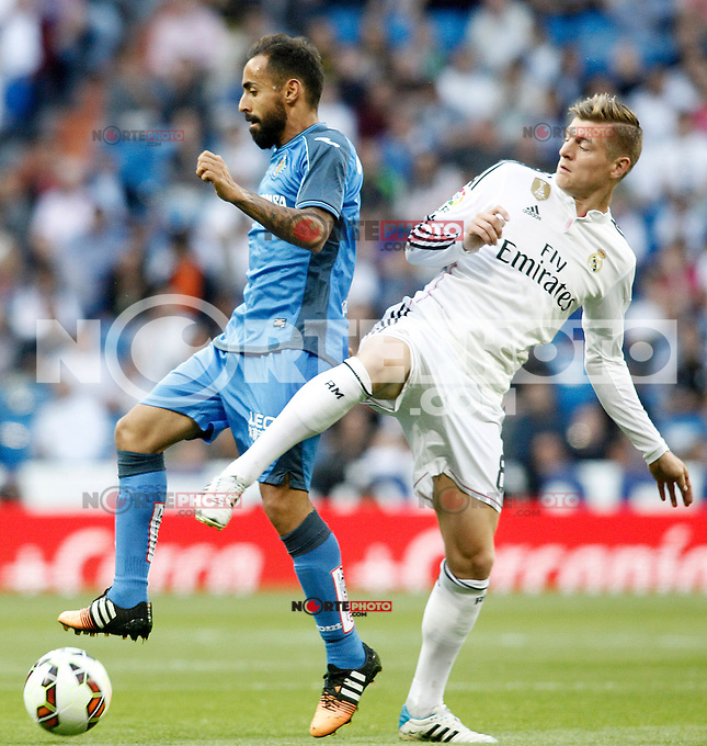 Real Madrid's Toni Kroos (r) and Getafe's Diego Castro during La Liga match. May 23,2015. (ALTERPHOTOS/Acero) /NortePhoto.com